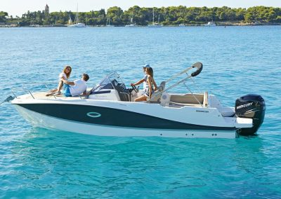 Quicksilver-755-sundeck (2)