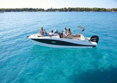Quicksilver-755-sundeck (7)