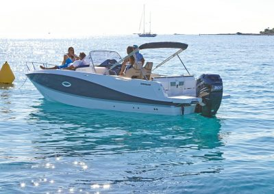 Quicksilver-755-sundeck (8)