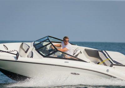 SeaRay-190-SPX-outboard (26)