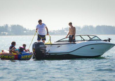 SeaRay-190-SPX-outboard (28)