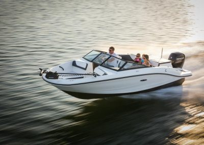 SeaRay-190-SPX-outboard (33)