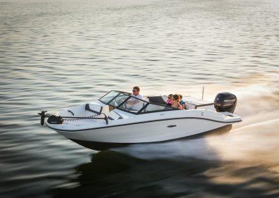 SeaRay-190-SPX-outboard (36)