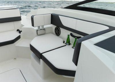 SeaRay-190-SPX-outboard (54)
