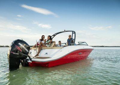 SeaRay-230-SPX-outboard (23)