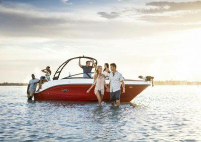 SeaRay-230-SPX-outboard (27)