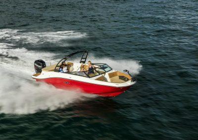 SeaRay-230-SPX-outboard (3)