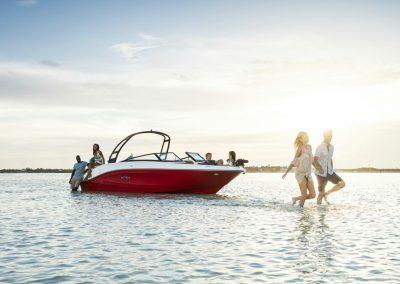 SeaRay-230-SPX-outboard (33)