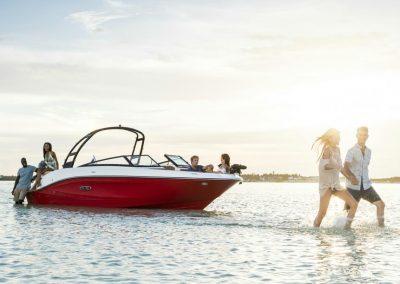SeaRay-230-SPX-outboard (34)