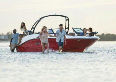 SeaRay-230-SPX-outboard (47)