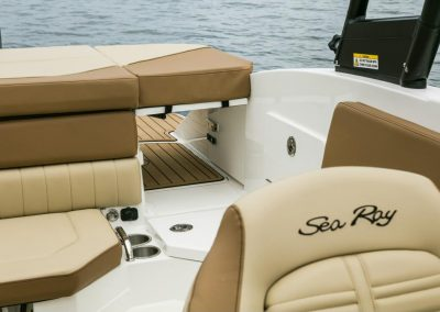 SeaRay-230-SPX-outboard (54)