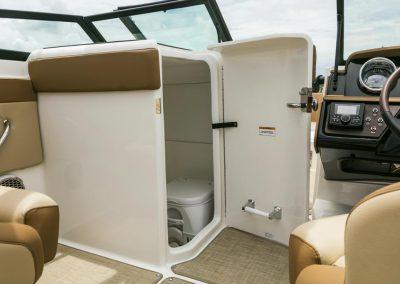 SeaRay-230-SPX-outboard (58)