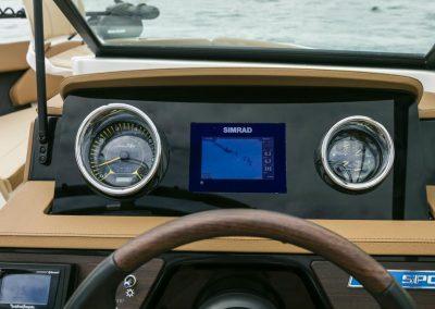 SeaRay-230-SPX-outboard (65)