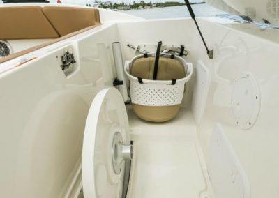 SeaRay-230-SPX-outboard (70)