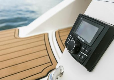 SeaRay-230-SPX-outboard (71)