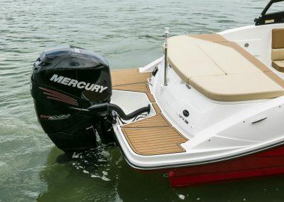 SeaRay-230-SPX-outboard (75)