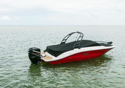 SeaRay-230-SPX-outboard (77)