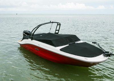 SeaRay-230-SPX-outboard (78)