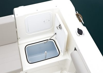 Quicksilver-605-Pilothouse (4)