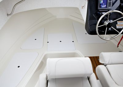 Quicksilver-605-Pilothouse (7)
